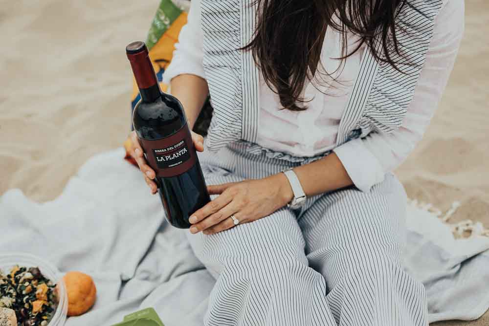 Lifestyle blogger Devin McGovern and wife Marlene Martinez hit the beach for Memorial weekend with Ribera y Rueda wine